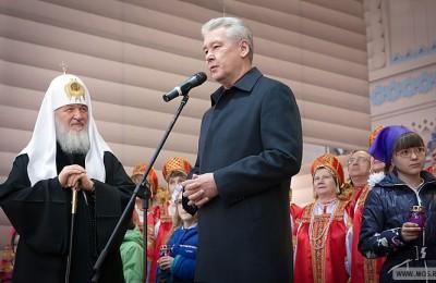 Мэр Москвы Сергей Собянин и Патриарх Кирилл посетили ярмарку «Стрелецкая слобода»