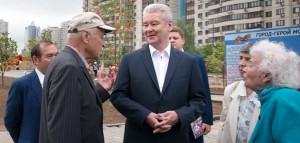 Мэр Москвы Сергей Собянин поговорил с ветеранами и осмотрел строительство народного парка