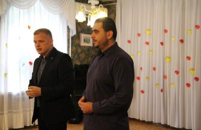 Муниципальные депутаты поздравили жителей с Яблочным спасом
