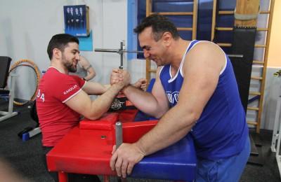 Армрестлингу все возрасты покорны: «Клуб 33» в районе Московоречье-Сабурово продолжает растить чемпионов