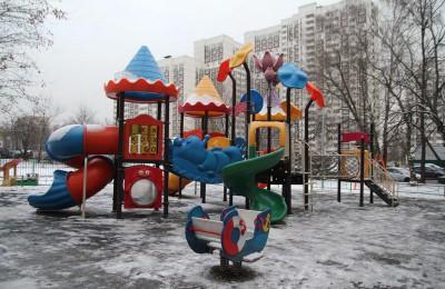 Детские площадки в столичных парках приведут в порядок к середине апреля