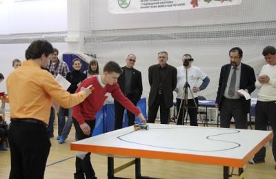 Депутат Андрей Кузьмин оценил работы юных робототехников