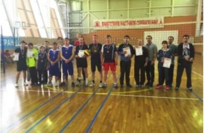 В соревновании по волейболу спортсмены района Москворечье-Сабурово взяли серебро