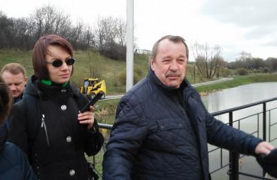 Префект Южного округа Алексей Челышев принял участие в субботнике в Покровском парке