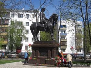 Памятник маршалу Рокоссовскому в Москве