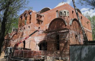 В нескольких районах ЮАО возводят новые храмы