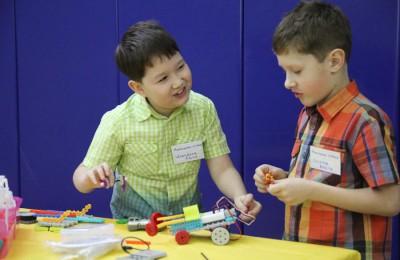 Детей района Москворечье-Сабурово научили конструировать роботов