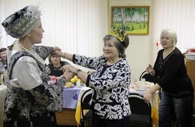 В районе проходят еженедельные уроки бальных танцев