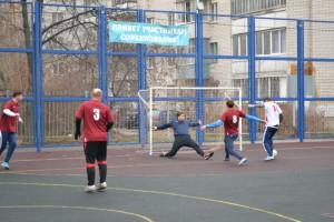 Футбольный матч между активными жителями района Москворечье-Сабурово