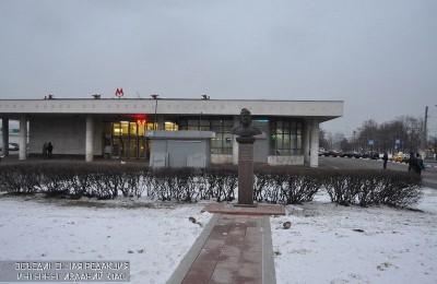 Жители района услышат песни Высоцкого в метро 25 января