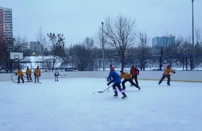 В районе Москворечье-Сабурово пройдет хоккейный матч