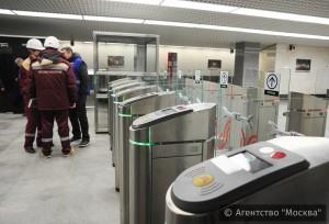 На нескольких станциях салатовой ветки открыли вторые вестибюли