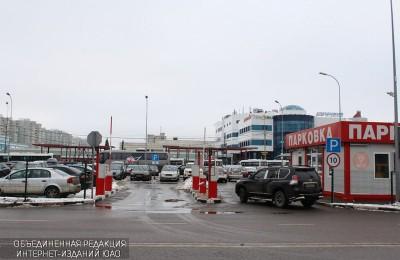 Полицейские Москвы задержали подозреваемого в избиении женщины на парковке