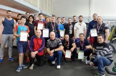 Участники турнира по силовому многоборью