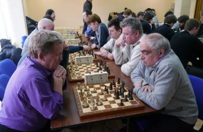 Команда центра досуга и спорта «Вертикаль» приняла участие в окружном этапе соревнований по шахматам
