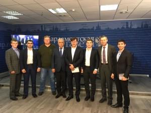Председатель молпалаты Геворк Хоршикян с участниками круглого стола