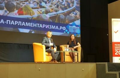 Членом комитета ГД по информационной политике, технологиям и связям Евгений Ревенко выступил на встречу в Центре молодежного парламентаризма