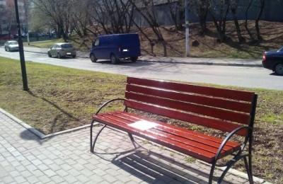 Отремонтированная скамейка в районе Москворечье-Сабурово