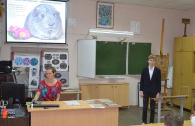 Учащийся 5 «А» класса Алесей Токарев со своей исследовательской работой «Очевидные и невероятные свойства эфирных масел»