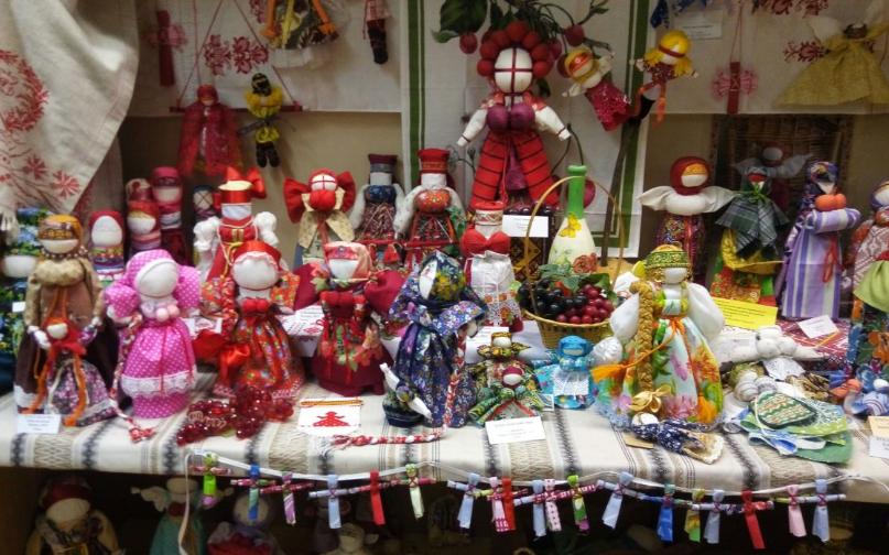 "Куклы из музея ""Хозяюшка-Благополучница"" Фото: из архива библиотеки №167"