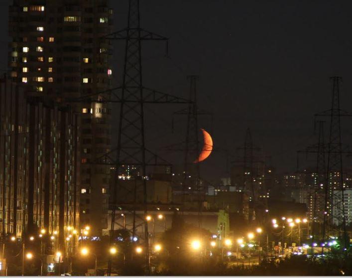 Красный месяц Фото: предоставлено Филиппом Романовым