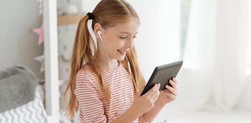 ребенок, девочка, планшет, наушники, компьютер, мосру, 0106