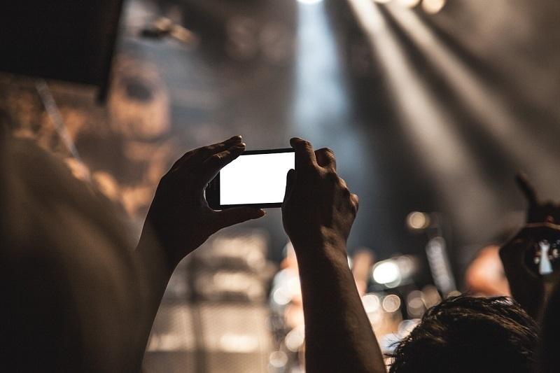 Концерт, телефон, руки, пиксибей, 0310