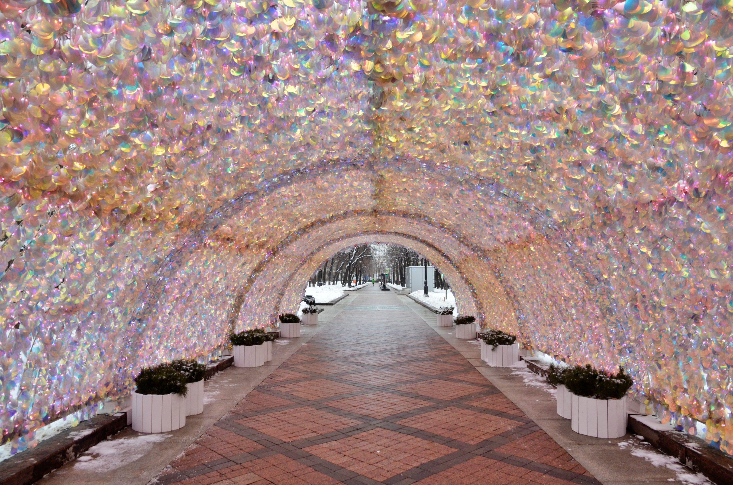 На московских улицах установлено 4 тыс больших и малых световых конструкций. Фото: Анна Быкова